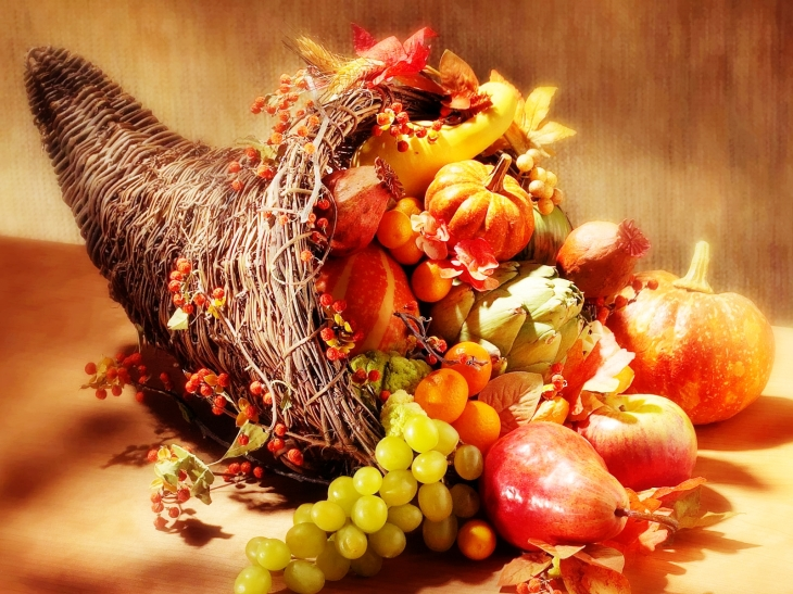 CORNUCOPIA- HORN-SHAPED BASKET FULL OF FRUITS (credited to i1.wp.com)